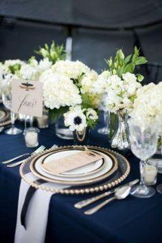 Como parte de la decoración, estos colores son ideales para una boda de tarde-noche.