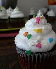 White Cloud Icing - Light and fluffy. No butter, no powdered sugar, dairy free. and the best frosting you will every make! Pipes so easy, it's great for decorating cakes and cupcakes. Icing Frosting, Cupcake Icing, Frosting Recipes, Cupcake Recipes, Cupcake Cakes, Dessert Recipes, Cloud Frosting, Fluffy Frosting, Icing Recipe