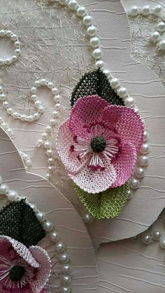 This post was discovered by ar Seed Bead Flowers, Beaded Flowers, Diy Flowers, Burlap Table Runners, Point Lace, Needle Lace, Lace Making, Handmade Flowers, Needlepoint