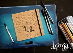 Artículo Único Sketchbook  Formato: 15x15 cm 72 hojas Papel bond ahuesado 90 gr Pasta blanda papel kraft sena  #brooja #sketchbook #notebook #kraft #libreta #cuaderno #design #diseño #illustration #ilustración #sharpie #suupergirl