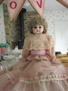 A very awesome haunted doll Dorothy! She is 13 yrs old and had been with this doll since She likes to make her presence known by making the room smell like a flower garden! You can also catch glimses of her out of the corner of your eye! Ugly Dolls, Creepy Dolls, Diy Halloween Decorations, Halloween Diy, Haunted Objects, Ghost Hauntings, Scary Decorations, Haunted Dolls, Jeepers Creepers