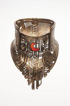 Costumes - Balem Abrasax's (Eddie Redmayne) gold jewelry. - Jupiter Ascending – Official Look Book