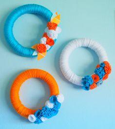 Yarn Wreath Tutorial from Angel Face Designs Crochet Wreath, Felt Wreath, Fabric Wreath, Wreath Crafts, Diy Wreath, Yarn Crafts, Burlap Wreath, Yarn Wreaths, Wreath Ideas