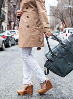 A classic camel trench coat | @coralsncognacs
