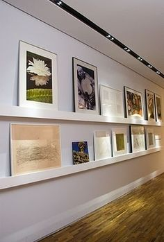 parede sala quadros prateleiras - Pesquisa Google