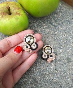 Jewelry Tools, Boho Jewelry, Beaded Jewelry, Jewelery, Handmade Jewelry, Jewelry Making, Diy Earrings, Bridal Earrings, Shibori