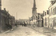 Woningen aan de Oranjestraat, gezien naar het westen, met op de achtergrond de R.K. Kerk aan de Boddenstraat.