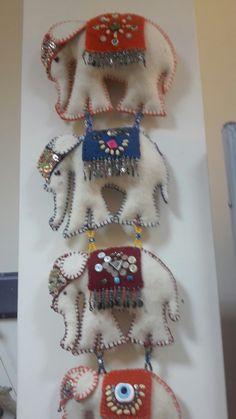 Felt Birds, Felt Christmas Ornaments, Felt Brooch, Felt Patterns, Foam Crafts, Wool Applique, Felt Fabric, Hand Embroidery Designs, Handmade Felt