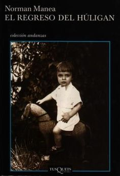 Todo comienza cuando al autor –y narrador– se le ofrece la posibilidad de regresar a Rumania, su país de origen. Se desencadena entonces un alud de recuerdos: la infancia truncada por la deportación, el entusiasmo juvenil por el comunismo y el subsiguiente desencanto, la vida bajo la dictadura de Ceaucescu, el refugio en la literatura, las dificultades del intelectual en un medio sofocante y, finalmente, el exilio, en 1988. Diez años ha tardado Manea en considerar la posibilidad del retorno.