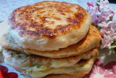 Káposztás lángos My Recipes, Cooking Recipes, Romanian Food, Hungarian Recipes, Pancakes, Food And Drink, Healthy Eating, Diet, Snacks