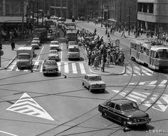 Rakúšania tu v roku 1963 parkovali ako králi Bratislava, Old City, Arches, Old Photos, Nostalgia, Times, Old Town, Old Pictures, Bows