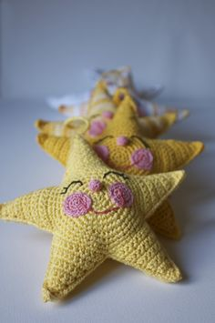 would be a cute tooth fairy pillow with a pocket on the back. Crochet Stars, Love Crochet, Crochet For Kids, Crochet Hooks, Crochet Baby, Knit Crochet, Crochet Crafts, Yarn Crafts, Crochet Projects