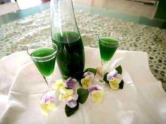 23664836e84344762b2b6e2d99ac277e Homemade Liquor, Limoncello, Cocktails, Drinks, Glass Vase, Food And Drink, Table Decorations, Vegetable Garden, Corner