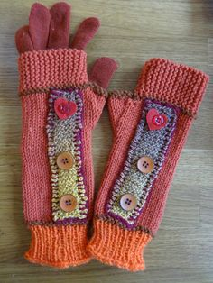 French tutorial/tutorial in francese Fingerless Gloves Knitted, Crochet Gloves, Knit Crochet, French Tutorial, Hand Gloves, Crochet Accessories, Hand Warmers, Aesthetic Clothes, Knitting