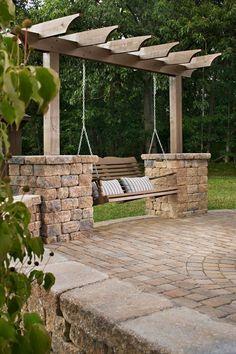 качели со стойками на каменном основании