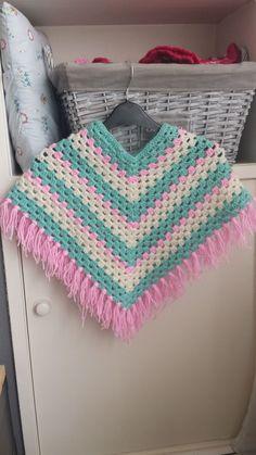 Kinder of baby poncho haken. Duidelijk en leuk haakpatroon. Crochet poncho.
