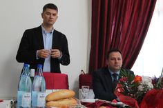 Se vorbește prin târg că săgețile lui Vasile Iliuță umblă pe la primarii din județ, ca să caute susținere pentru Simona Vlădică, se pare, candidatul PMP pentru senat. Cum Vasile Iliuță nu apare pe pliantul și banerele de susținere a candidaților PNL din Călărași, vorba capătă credibilitate. Chiar! De ce nu apare Vasile Iliuță în …