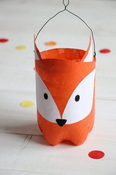 Upcycling-Idee: Fuchs-Laterne aus PET Flasche basteln Upcycling PET bottle: You can tinker lantern easily and quickly from an empty PET bottle, which can be covered as a fox lantern with tracing paper Diy Upcycled Art, Diy Upcycling, Diy For Kids, Crafts For Kids, Upcycled Furniture Before And After, Ideias Diy, Pet Bottle, Bottle Crafts, Diy And Crafts