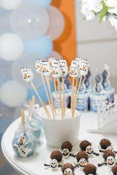 Frozen theme decoration party- Blog Gosto Tanto- decoração Frozen-decoração infantil da Frozen-ideías de decoração festa Frozen- lembrancinhas Frozen- doces frozen- idéias de decoração festa infantil- decoração disney- decoration party - ideias- inspirações do filme-