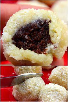 Extra, extra! Uma surpresa, a cada mordida! Mini bolo de chocolate, umedecido com leite condensado, no formato de bolinha e envolto por um delicioso recheio de coco. Uma verdadeira delícia. Por…