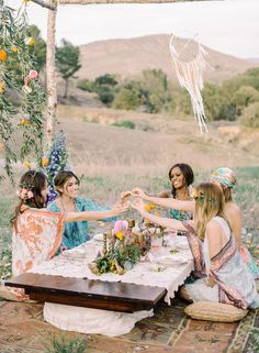Rustic Wedding Ideas: Boho bridal shower with the bridesmaids! (Photo Captured by Mariel Hannah Photography via Wedding Sparrow UK) Boho Hen Party, Bohemian Party, Gypsy Party, Bohemian Theme, Corona Floral, Bohemian Bridesmaid, Gypsy Wedding, Rustic Wedding, Bridal Luncheon