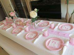 Rosa für das Baby Girl! Tischdeko in Rosa und Weiß, mit edlen Rosen als Blumenschmuck ist wie gemacht für die Babyparty eines Mädchens Baby Shower, Bridal Shower, Baby Girls, Baby Party, Pink, Zayn, Gender Reveal, Shower Ideas, Parties