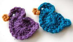 Free Crochet Bird Pattern - so, so cute! (learning to crochet this weekend) Crochet Bird Patterns, Crochet Birds, Crochet Motif, Diy Crochet, Crochet Crafts, Yarn Crafts, Crochet Flowers, Crochet Hooks, Crochet Projects