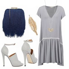 Linee morbide e scivolate per l'abito a vita bassa dallo stile un po' anni '20. Gli accessori vanno di conseguenza a riprendere lo stile retrò, in contrasto con i sandali spuntati, decisamente più moderni.