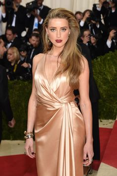 Amber Heard – Met Costume Institute Gala 2016 in New York Amber Heard Cabelo, Amber Heard Hair, Amber Heard Style, Brad Pitt, Satin Dresses, Formal Dresses, Hollywood Actress Photos, Costume Institute, Ideias Fashion