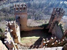 Rocca Viscontea - interno   Inside Rocca Viscontea