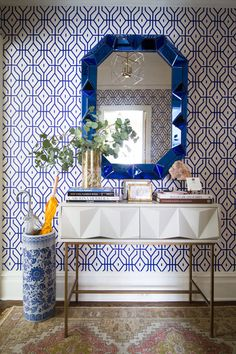 A graphic Anna Spiro wallpaper and jewel-likemirror from Bungalow 5combine todazzling effect in the entryway.