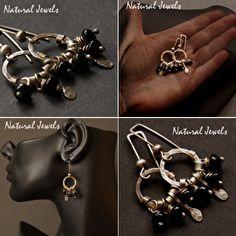 Oorbellen van Sterling zilver met aan iedere oorbel 3 rondelletjes van Onyx. Deze oorbellen zijn vrij klein, kleiner dan je op de foto's zou denken.