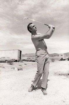 Ms Doubtfire, Mens Golf Fashion, Men's Fashion, Sean Connery James Bond, Terry O Neill, Golf Pictures, James Bond Movies, Actrices Hollywood, Golden Age Of Hollywood