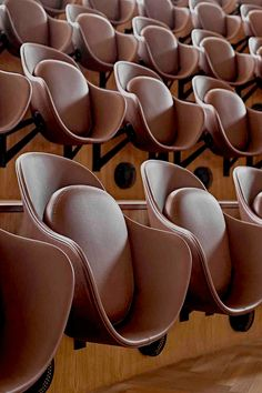axel towers / copenhagen / designed by lundgaard & tranberg / danmark✔️ - Bibliothek - Chair Design Interior Desing, Interior Exterior, Interior Architecture, Auditorium Architecture, Auditorium Design, Design Commercial, Commercial Interiors, Auditorium Chairs, Auditorium Seating