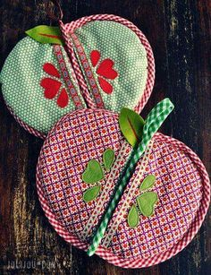 Apple pot holders