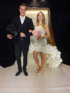 ballonartiest bruidsjurk van ballonnen PICOBELLO