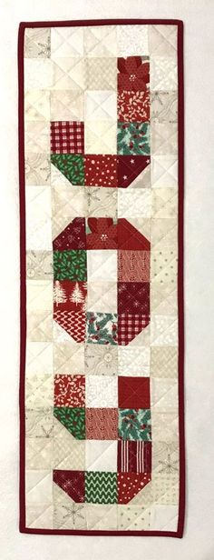 Christmas Quilting Projects, Small Quilt Projects, Christmas Patchwork, Christmas Quilt Patterns, Patchwork Quilt Patterns, Christmas Blocks, Craft Projects, Christmas Projects, Christmas Ideas