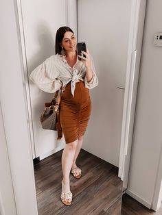 Am Mamablog aus Österreich findest du heute 5 Sommer Outfits für Schwangere, die ganz ohne Umstandsmode auskommen! www.whoismocca.com Casual Chic Outfits, Curvy Plus Size, Cropped Tops, Office Attire, Fashion Group, All About Fashion, Outfit Posts, Amazing Women, Woman Outfits
