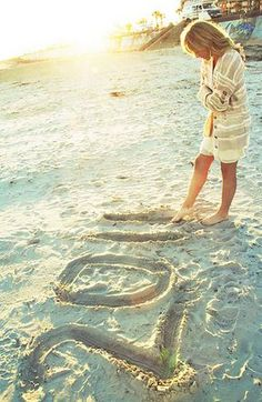 Fun & Creative Ideas for Beach Pictures