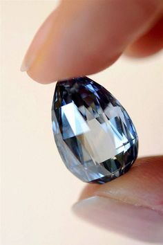 Bright blue diamond of 10.48 carats