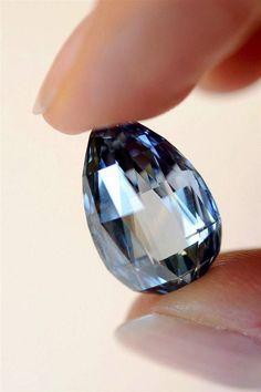 Bright blue diamond of 10.48 carats