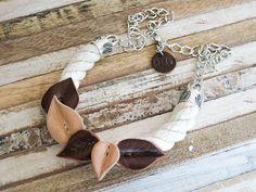 Collar de cuero y algodón natural. Collar grande. por LedoVera. Handmade leather and cotton necklace. bib_necklace. Big necklace