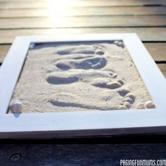 DIY Sand Footprint Keepsakes – Craft projects for every fan! Sand Footprint, Footprint Crafts, Beach Crafts, Crafts To Do, Crafts For Kids, Toddler Crafts, Do It Yourself Furniture, Do It Yourself Home, Diy Projects To Try