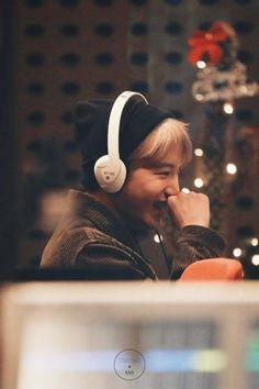 pls his smiling eyes and cheeks im so in love Baekhyun, Park Chanyeol, Exo Ot12, Kaisoo, Chanbaek, Chen, Exo Fanart, Sekai Exo, Kim Kai