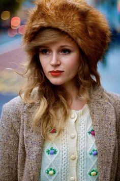 I found this photo on The Streethearts website. This lady is called Madeleine. Her Russian-inspired hat, doll-like make up, and wispy hair, makes her look like a lovely matreshka. Fur Fashion, Fashion Sewing, Autumn Fashion, Fashion Trends, Russian Hat, Russian Fashion, Brown Fur Coat, Faux Fur Headband, Wispy Hair
