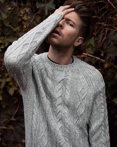 Valentin Dickler (@vaaalouh) • Photos et vidéos Instagram Munich, Men's Fashion, Turtle Neck, Sweaters, Photos, Instagram, Photography, Moda Masculina, Fashion For Men