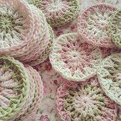 First step - Circles for a granny square blanket You can see the step by step in…