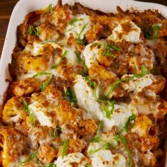 Cauliflower Baked Ziti Will Be Your New Low-Carb Go-To Ok fine. There's not actually any ziti in this recipe. But you honestly won't even notice. The blanched cauliflower does a fine job of replacing Low Carb Recipes, Beef Recipes, Vegetarian Recipes, Fast Recipes, Chicken Recipes, Pizza Recipes, Lpw Carb Meals, Ricotta Recipes Healthy, Recipes With Ricotta Cheese