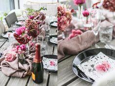 Roosa kukkakattaus Table Decorations, Furniture, Home Decor, Decoration Home, Room Decor, Home Furnishings, Arredamento, Dinner Table Decorations, Interior Decorating