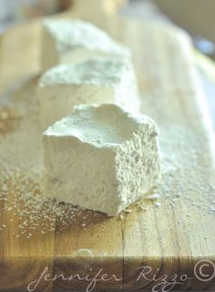 How to make homemade marshmallows without corn syrup or corn based products Recipes With Marshmallows, Homemade Marshmallows, Homemade Candies, Marshmallow Recipe Without Corn Syrup, Marshmallow Sweets, Marshmallow Recipes, Corn Recipes, Fudge Recipes, Snack Recipes